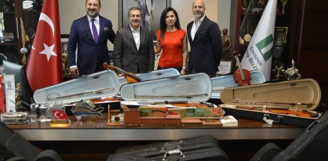 ÇOCUK SENFONİ ORKESTRASI'NA DESTEKLER SÜRÜYOR