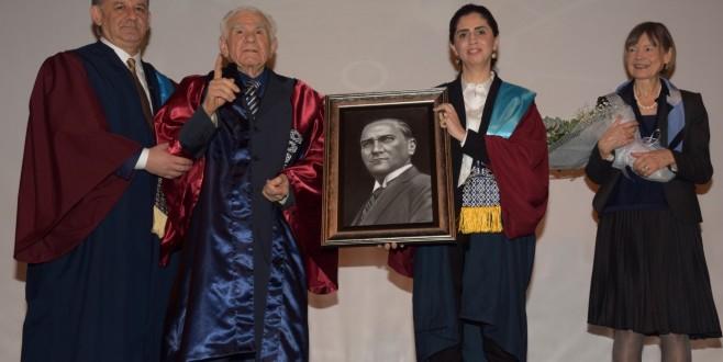 ESOGÜ Ord. Prof. Dr. M. Gazi Yaşargil'e Fahri Profesörlük Tevdi Etti